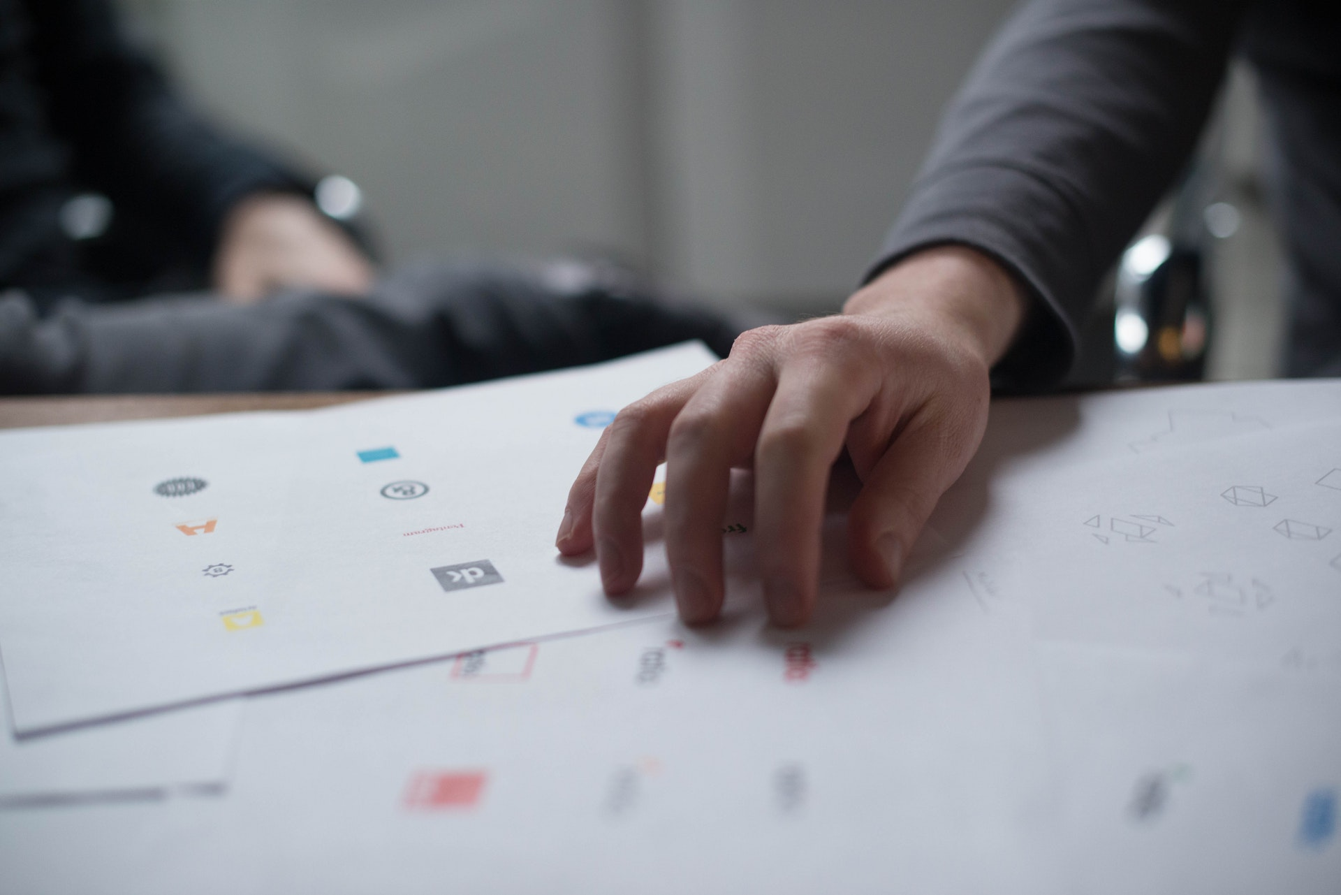 How to select the best logo design agency for your brand?